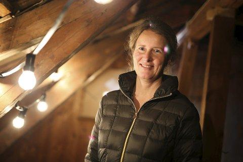 Alltid jul i risør: Britt Aas Fidjestøl (45) feirer alltid jul med familien hjemme i Risør. – Det er en god tradisjon med jul hjemme hos mor og far. Samtidig får jeg fri fra stress og jag i Oslo. I Risør henter jeg energi, sier hun. foto: stig sandmo
