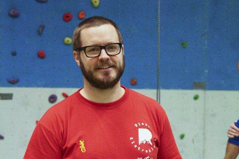 KURSET: Leder i Risør klatreklubb, Arne Frisch, forteller at klatreinstruktørene nå har gått på kurs for å hjelpe dem med funksjonshemning som vil prøve seg i veggen.Foto: arkiv