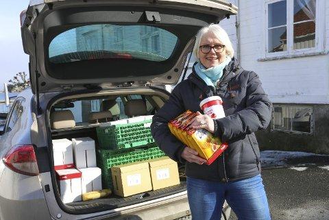 Et godt vaffelhjerte: Daglig leder Unni Olimb Norman i Risør By AS har hentet inn poser med vaffelrøre, smør og spann med syltetøy. – Dette blir 1000 vafler, smiler hun.foto: Stig Sandmo