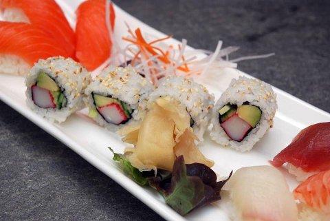 Jenny Tran forteller at menyen i år har mer utvalg enn i fjor, og i tillegg kan man finne gode vegetariske alternativer.