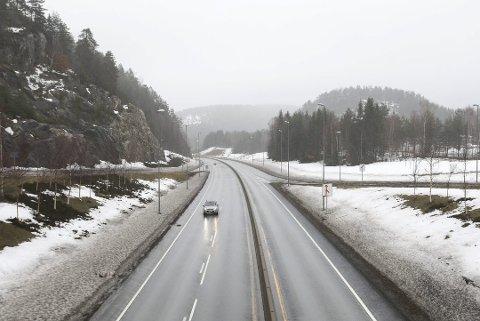 På E18 ved Akland oppsto det en krangel mellom to parter etter at den ene stoppet etter en forbikjøring.