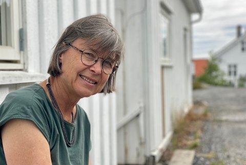 Immunolog og professor Anne Spurkland er bokaktuell med «Frisk nok! Håndbok i immunforsvar». Om sommeren bor hun på Kirkeberget i Risør. – Jeg skriver så enkelt om immunforsvaret at alle skal forstå det, sier hun.