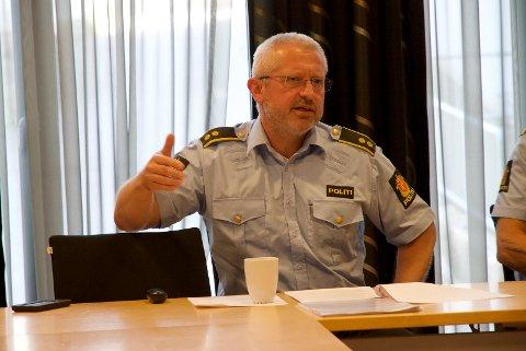 POLITIKONTAKT: Jan Magne Olsen er bygdas politikontakt og har registrert at flere har bemerket fyrverkeri og ulovlig kjøring i Kvinesdal.