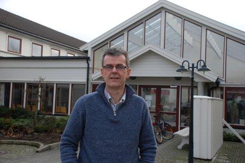REKORDMANGE SØKERE: Rektor Ståle Andersen på KVS Lyngdal forteller om rekordmange søkere til den videregående skolen.