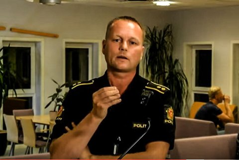 INFORMERTE: – Det er sunn god norsk ungdom som har dratt strikken altfor langt, sier politikontakten, her fra møtet der han la frem saken for foreldrene på Sokndal skole.