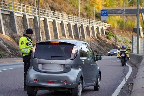 En sjåfør får forenklet forelegg for å kjøre i kollektivfeltet uten passasjer.