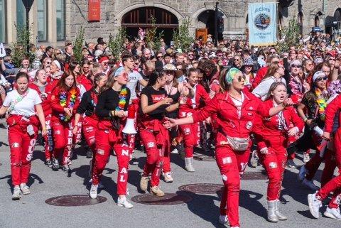KORONARUSS: Lørdag 6. mars skal russepresidentene i videregående skoler i Oslo ha en digital avstemming om når feiringen blir. Bildet er fra 17. mai-feiring i Ålesund 2018.