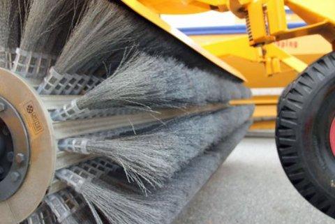 RENGJØRING: Feiing, vasking og spyling av hovedvegnettet i Oslo gjør det rent og pent og bedrer luftkvaliteten.