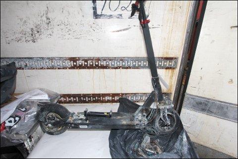 ENDEN PÅ VISA: En elsparkesykkel som tok fyr under lading.