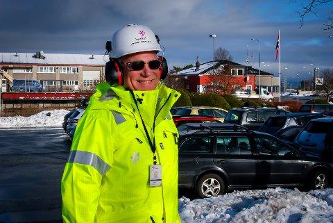 Odd Søreide har saman med Trafikksikringsutvalet på Mongstad fått Statoil Mongstad til å løyva 100.000 kroner til kvitkalking av tunnelar på fylkesveg 57.
