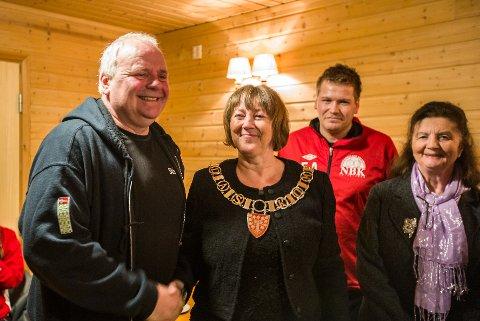 Vidar Myksvoll fekk tildelt Leif Øksnes minnepris i 2018 under ei markering i Myksvoll grendehus i mars i fjor.