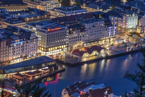 Strandkaiterminalen er et velkjent landemerke i Bergen. Fra nyttår legges billettkontoret til Norled ned.