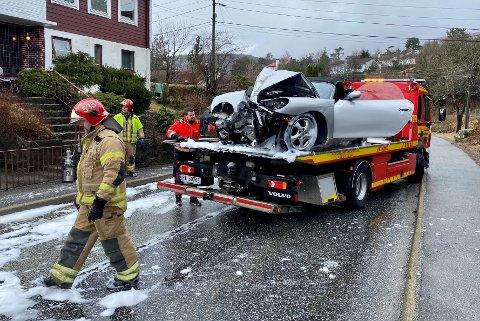 Porschen fekk store materielle skadar.