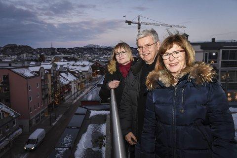 Ser framover: Distriktssekretær i LO, Rita Lekang (fremst), regiondirektør i NHO, Ole H. Hjartøy, og fylkesdirektør i Nav, Cathrine Stavnes.