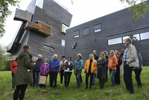 Ny sommer, nye opplevelser: Årets sommerprogram på Hamsunsenteret i Hamarøy omfatter kunstneriske opplevelser både i og utenfor senteret, blant annet litterære vandringer. Senteret kan også by på flere kunstutstillinger.Foto: Øyvind A. Olsen