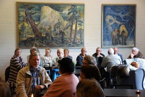 Karl Erik Harr: I Kafé Sult henger flere av Karl Erik Harrs originale illustrasjoner til romanen «Markens grøde».