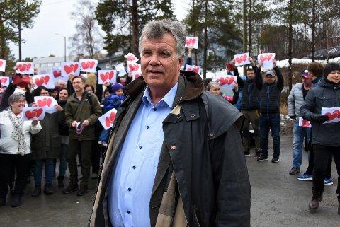 Delt: Tysfjord kommune er splittet både av en fjord og i spørsmålet om hvordan kommunen bør deles. Her er ordfører Jan-Folke Sandnes til stede på en aksjon på Drag.