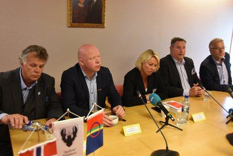 Nye løsninger: Ordførene i Hamarøy, Tysfjord, Ballangen og Narvik, her sammen med statsråd Monica Mæland, skal fortsette arbeidet med kommunereformen.