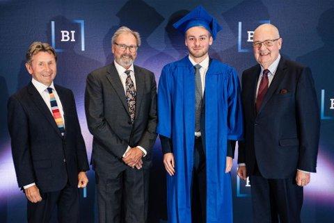 Joakim Johnsen Pettersen (24) ble BI's beste finansstudent. Her under uteksamineringen ved skola for noen uker siden. Foto: BI