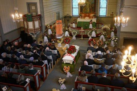 Det var en mer enn fullsatt Fauske kirke som tok farvel med Alexander Olav Sollihaug fredag formiddag.