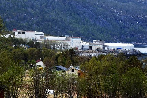 Endelig avgjort: Det nåværende fabrikkanlegget til The Quartz Corp AS på Drag vil få selskap av en flunkende ny fabrikk til mellom 170 og 200 millioner kroner.