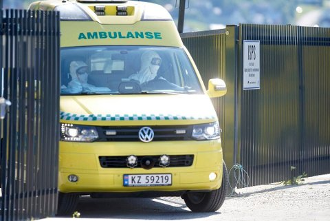 KORONA-ALARM: De to første besetningsmedlemmene ble sendt i drosje til UNN. Det tok bare en knapp time før det ble slått full alarm. Deretter ble flere fra besetningen hentet med ambulanse.