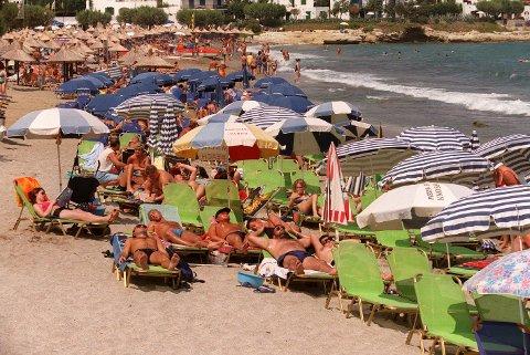 Hellas, Kreta, Hersonissos.  Strand. Soling. Bade. Syden. Ferie. Turister. Foto: Halvard Alvik, SCANPIX