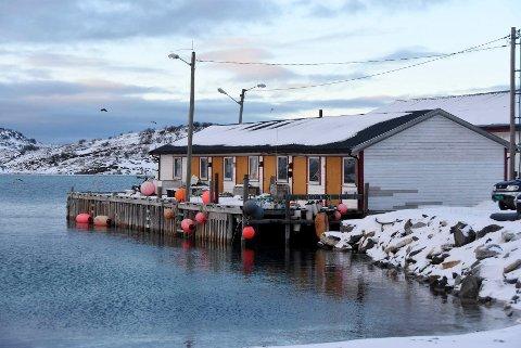 Rammet: Engeløy Fiskemottak har merket konsekvensene av koronakrisen. Nå vil mottaket investere for å sikre framtidig drift.