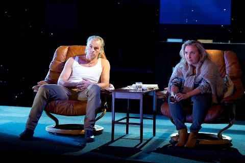Bjørn Willberg Andersen og Ragnhild Gudbrandsen på scenen i «Sånne som oss».