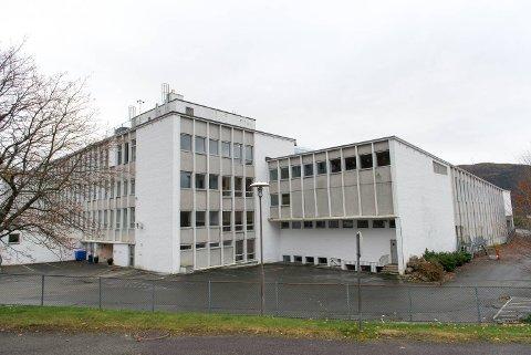 Den gamle lærerhøyskolen på Landås skal forvandles til et akuttmottak for flyktninger. Nå har Norsk Folkehjelp utlyst flere stillinger, og mange har allerede søkt.