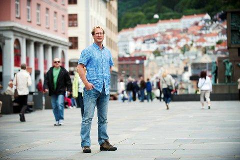 Rudolf Christoffersen i Eurojust, tidligere politiadvokat i Hordaland politidistrikt, forteller at de nye formene for menneskehandel via det mørke nettet byr på mange utfordringer for politi og påtale.