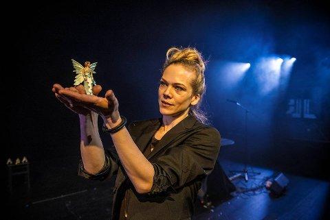 – Det som grep meg var lidenskapen og villskapen i det, sier Ane Dahl Torp om «Haugtussa». I kveld gjester hun Fana Kulturhus.