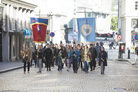 Marsjen gikk fra Sjøfartsmonumentet på Torgallmenningen og opp til Bergen tinghus.