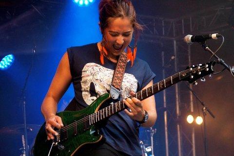 Bluesgitaristen Marie Kristin Dale har selvtillit nok til å spille «Hey Joe» etter Jimi Hendrix. – Det er jo å vise respekt, mener hun.