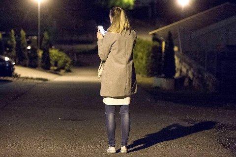 – Jeg er helt skråsikker på at jeg vet hvem flere av dem som står bak er, sier 23-åringen. Hun har vært utsatt for netthets i sosiale medier de siste tre månedene.