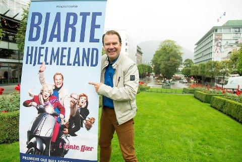 Bjarte Hjelmeland setter opp «Lånte fjær» i Bergen 14. januar.