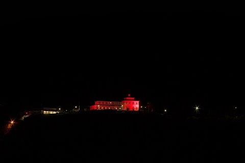 Slik så Fløyen ut første kvelden av Rosa Sløyfe i fjor. I kveld tennes lysene igjen.