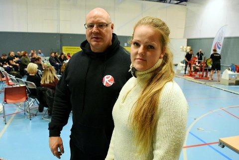 Nestleder Geir Arne Giseth og Live Hartveit Hansen i Odin Styrkeløftklubb er frustrerte etter at tyver stjal utstyr og kontanter fra kiosksalg under NM i styrkeløft.