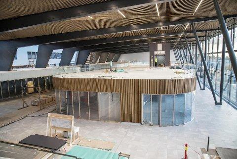 Den nye terminalen på Flesland er det klart største prosjektet som står ferdig i 2017. Nybygget begynner nå å bli ferdig. FOTO: EIRIK HAGESÆTER