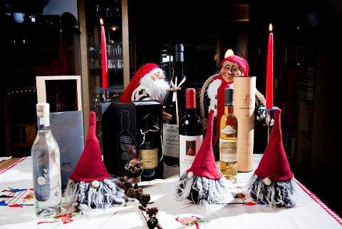 En spennende vin eller noe annet godt på Vinmonopolet er en fin julegave til de som liker det. Vi gir deg selvsagt de gode tipsene - fra rimelige til litt dyrere flasker!