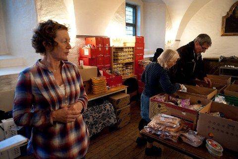 Kirkens Bymisjon og Norunn Noremark har delt ut mat siden 2010. Nå er det slutt.