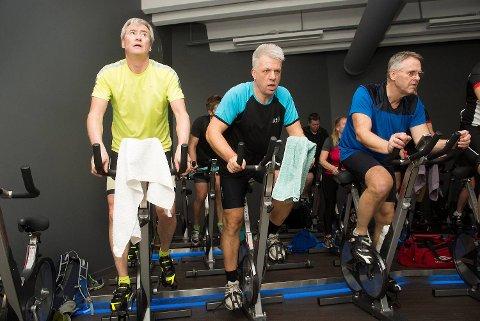 En gjeng som skal sykle Bergen-Voss i begynnelsen av juni møtes til en dobbelttime med spinning hver        torsdag. Til musikk trår vi sammen - hele veien til Voss. Samhold gir styrke, ikke minst i de tyngste bakkene.