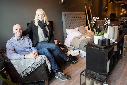 Hanne Leirvåg og Stian Avedal i HS Interiør AS har åpnet en ny interiør- og møbelbutikk i Strandgaten. Navnet er basert på initialene til samboerparet.