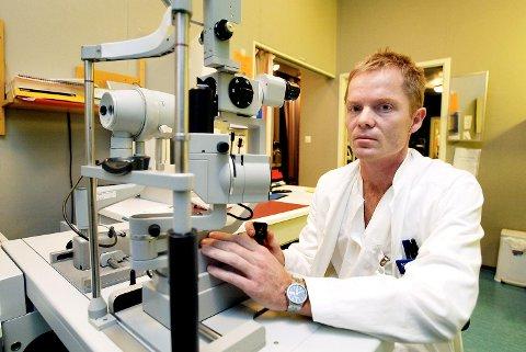 Øyelege Nils Bull har registert øyeskader forårsaket av fyrverkeri siden 2005.