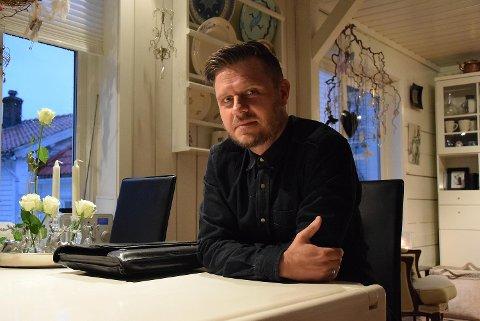 I 2015 tok Alexander Straus imot BA da han var på juleferie i barndomshjemmet i Sandviken (bildet). Nå kommer han hjem for godt!