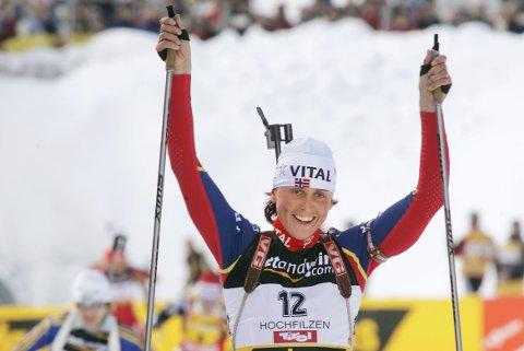 Gro Marit Istad Kristiansen ble verdensmester på 12,5 km i skiskyting fellesstart i Hochfilzen i 2005. Svenske Anna Carin Olofsson tok sølvet og russiske Olga Pyleva tok bronsen.