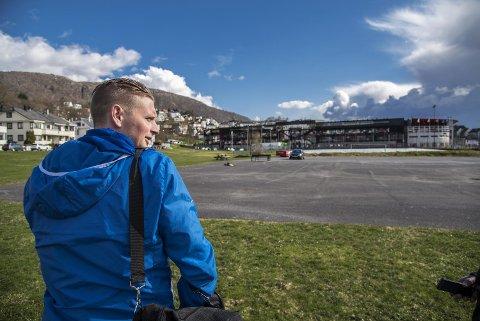 Erik Huseklepp på vei mot Stadion og sitt første møte med sin gamle klubb i nye blå-hvite klær...