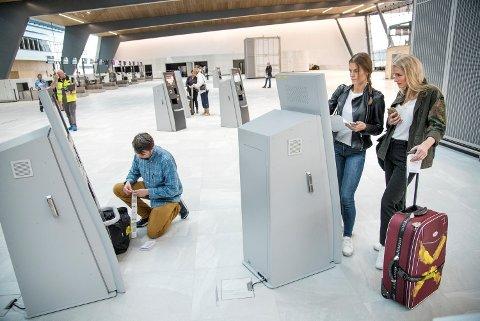 Flere hundre statister deltok tirsdag på en stor test av passasjerflyten i den nye flyplassterminalen.