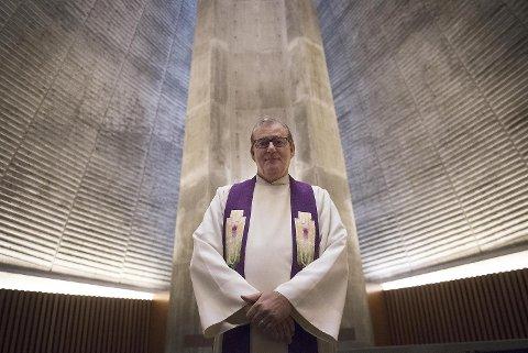 Etter flere år som foredragsholder og motivator er Thor Brekkeflat tilbake i Den norske kirke. 61-åringen begynte 1. juni som ny sokneprest i Slettebakken kirke.