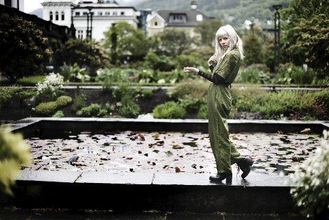 Aurora Aksnes er den til nå yngste som blir hedret på Bergens egen «Walk of fame».